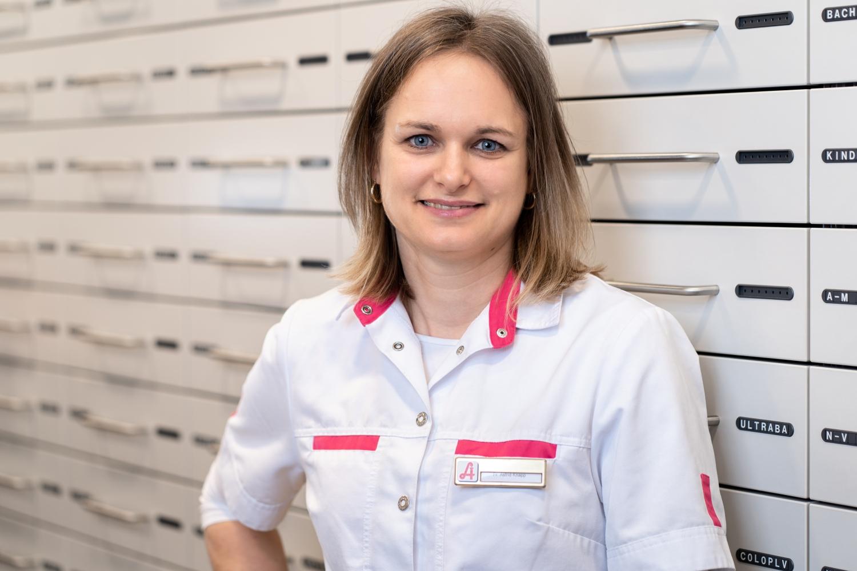 Astrid Knapp